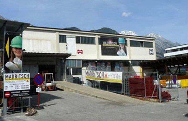 Zu Beginn in den 60er Jahren lag der Focus von Artur Madritsch auf Baumaschinen und Kränen bevor er begann sich mehr auf den technischen Baubedarf zu konzentrieren. Im Zuge dieser Veränderung verlegte er seinen Betrieb vom Flughafen Innsbruck nach Rum in die Siemensstraße.